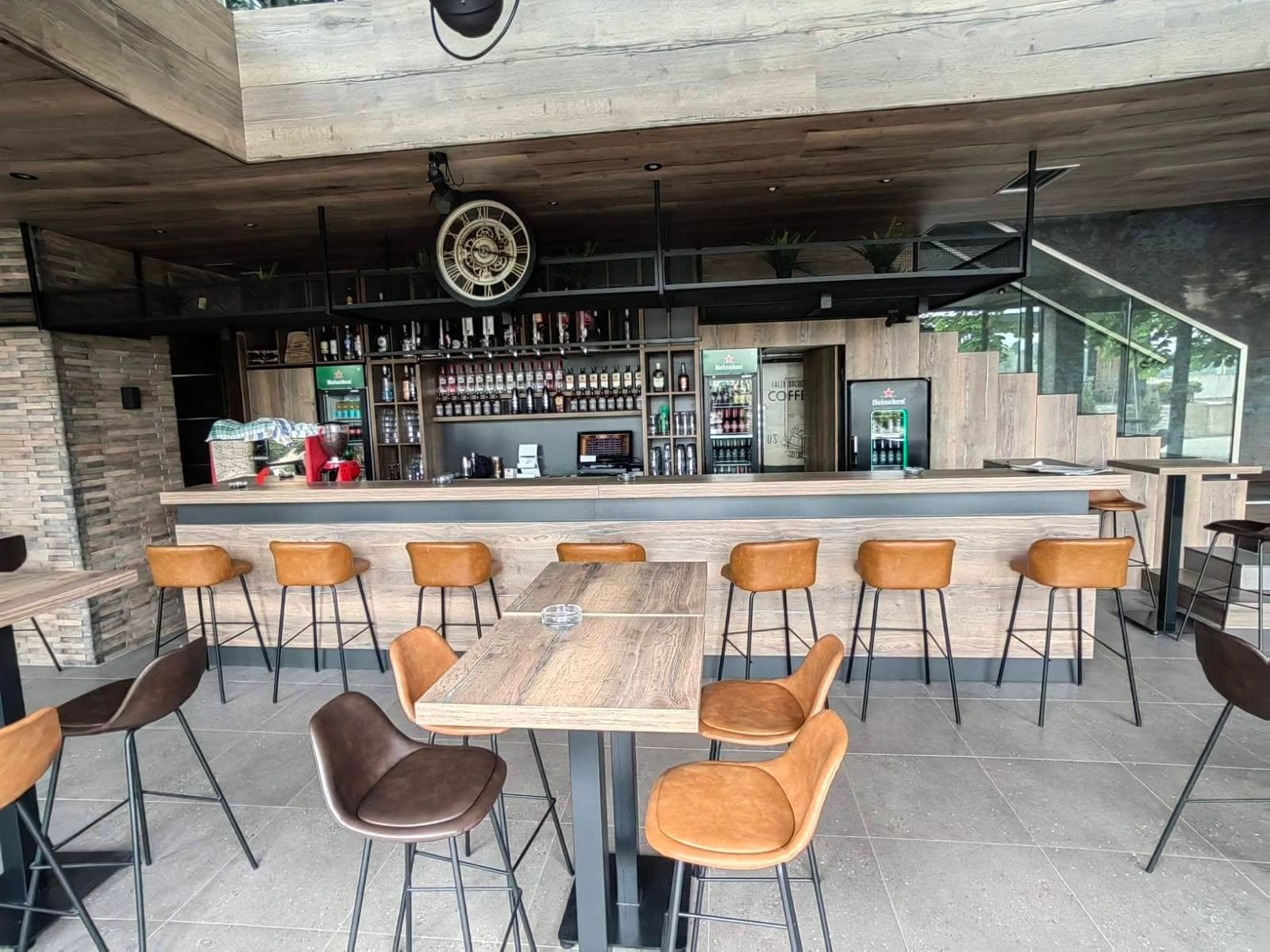 PEOPLE'S CAFFE & LOUNGE BAR - ORAŠJE
